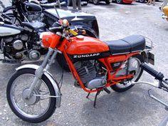 Zundapp Esporte - A máquina pesava 60 kg, teve um de dois tempos de cilindrada do motor monocilíndrico de 211 cm3 (62h70 mm)
