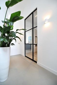 Gladde vloer | Motion Gietvloeren - UW-vloer.nl Divider, Room Ideas, Furniture, Home Decor, Decoration Home, Room Decor, Home Furnishings, Home Interior Design, Room Screen