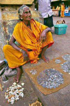 Outdoor vendor with her earnings. People Around The World, Around The Worlds, Pakistan Bangladesh, Village Photos, Amazing India, Varanasi, Chor, India Fashion, India Travel