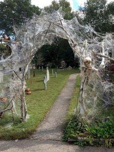 Spooky Halloween Decorations, Halloween Designs, Halloween Party Decor, Halloween Themes, Happy Halloween, Halloween Mantel, Modern Halloween, Diy Halloween Archway, Halloween Yard Ideas