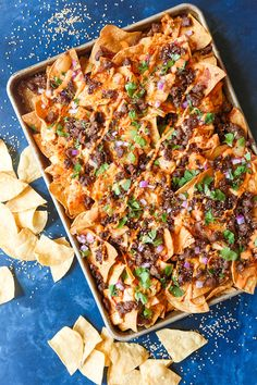 Korean Beef Nachos - These will be the BEST NACHOS of your life! Topped with everyone's favorite Korean beef, caramelized kimchi + a Sriracha mayo drizzle! Beef Nachos, Cheesy Nachos, Mexican Food Recipes, Beef Recipes, Cooking Recipes, Korean Recipes, Skillet Recipes, What's Cooking, Cooking Tools