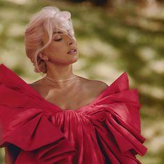 Images Lady Gaga, Lady Gaga Pictures, Celebrity Beauty, Celebrity Photos, Celebrity News, Fotos Lady Gaga, Lady Gaga Photoshoot, Joanne Lady Gaga, Valentino Perfume