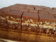 Prajitura Snickers - o combinatie de nuca, ciocolata, caramel si alune de padure - un deliciu Sweets Recipes, Coffee Recipes, Cake Recipes, Cooking Recipes, Sweet Desserts, No Bake Desserts, Delicious Desserts, Yummy Food, Romanian Desserts