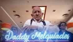 """Daddy Melquiades fue invitado por un programa español para que explique su fórmula. """"Lo más importante es el Auto-Tune. Es un chisme que te deja la voz como Cher"""", afirma. Daddy Melquiades es un 'maestro' al momento de componer temas de reggaetón. A sus 92 años de edad es capaz de compartir una fórmula infalible …"""