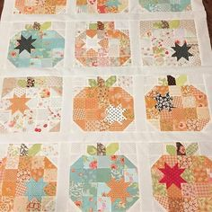 Looking through #thepatternbasket last night I found some Pumpkin Seeds quilts in the works. This one belongs to @sweetsueellen I just love it #thepatternbasket #pumpkinseedsquilt #showmethemoda