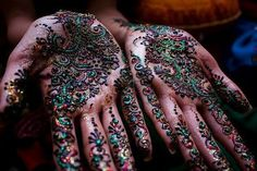 For thousands of years, the art of henna (called mehndi in Hindi & Urdu) has been practiced in India, Pakistan, Africa, and the Middle East. The henna Mehendi, Henna Mehndi, Indian Henna, Hand Henna, Mehndi Art, Indian Art, Henna Tattoo Designs, Mehndi Designs, Henna Tattoos
