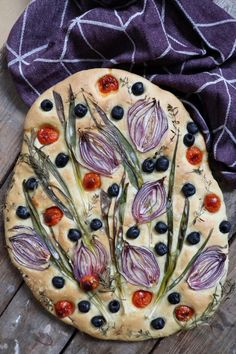 Flower focaccia - the most beautiful focaccia ever!dk, Flower focaccia - the most beautiful focaccia ever! Aperitivos Finger Food, Bread Recipes, Cooking Recipes, Focaccia Bread Recipe, Bread Art, Snacks Für Party, Food Design, Bread Baking, Food Inspiration