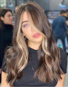 Graceful Brown Hair Color Highlights to Copy In 2020 Brown Hair Balayage, Blonde Hair With Highlights, Brown Blonde Hair, Dyed Hair Brown, Colorful Highlights In Brown Hair, Half Dyed Hair, Fall Highlights, Blonde Honey, Chunky Highlights