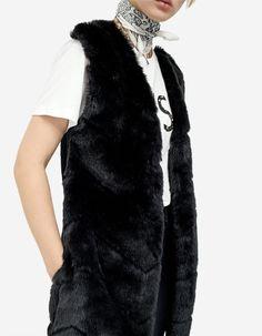 Faux fur vest - Trička | Stradivarius Česká republika