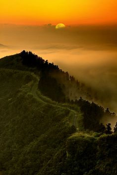 Sunset in Mountain, New #Taipei City, Taiwan http://www.travelmagma.com/taiwan-travel-forum/things-to-do-in-taipei