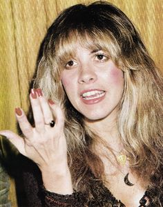 Stevie  ~ ☆♥❤♥☆ ~     making a point at the Grammy Awards in 1978; note that the little finger of her right hand had a slight kink in it