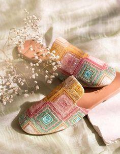 Women's Slip On Shoes, Sock Shoes, Cute Shoes, Me Too Shoes, Shoe Boots, Diy Bags Patterns, Indian Shoes, Fancy Dress Design, Groom Shoes