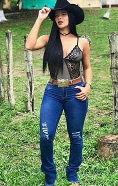 Country Girl Outfits, Sexy Cowgirl Outfits, Cute Country Girl, Rodeo Outfits, Country Women, Cute Outfits, Cowgirl Look, Cowboy Girl, Sexy Jeans
