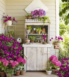 Gardening :: You could make this for your porch or patio so easily. ::  from CountryHomeMagazine (@countryhomemagazine)