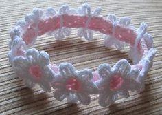 Baby Knitting Patterns Headband Crochet Headband with White Daisies Crochet pattern by Yelena Chen Crochet Headband Pattern, Crochet Flower Patterns, Baby Patterns, Crochet Flowers, Knitting Patterns, Crochet Headbands, Pattern Baby, Crochet Leaves, Pattern Flower