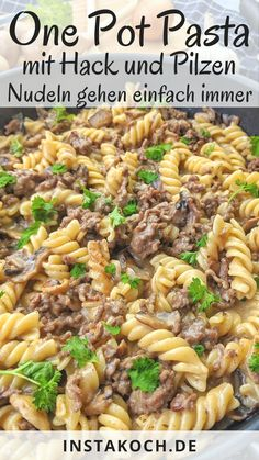 One Pot Pasta mit Hackfleisch und Champignons - Klick dich zum einfachen Rezept One pot pasta with minced meat and mushrooms in a creamy sauce is a delicious and simple one pot recipe that you c Crock Pot Recipes, Healthy Chicken Recipes, Lunch Recipes, Meat Recipes, Healthy Dinner Recipes, Pasta Recipes, Healthy Food, One Pot Meals, Easy Meals