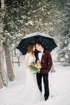 If it snows on your big day, step outside and take some lovely shots in the swirling snow