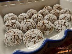 Ve vodní lázni rozpustím čokoládu s máslem.V míse našlehám vejce spolu s cukrem-přimíchám  alespoň m... Sweet Recipes, Cake Recipes, Healthy Recipes, Christmas Baking, Christmas Cookies, Chocolate Crinkles, Desert Recipes, Cupcake Cookies, Oreo