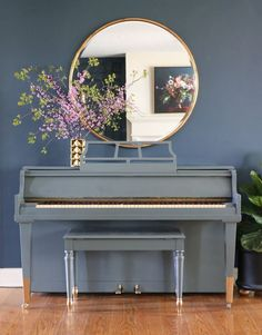 Tutorial for painting a piano.  Love the gray lacquer with gold dipped legs!