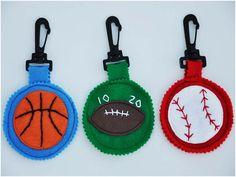 Felt Crafts Diy, Felt Diy, Crafts For Kids, Paper Crafts, Make Your Own Badge, Activity Bags, Animal Bag, Sport Craft, Pinking Shears
