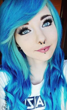 Cute Curly Blue and Turquoise Dyed Hairstyle - http://ninjacosmico.com/24-dyed-hairstyles-try/ Green Hair, Blue Hair, Crazy Hair, Curly Scene Hair, Emo Girl Hairstyles, Pretty Hairstyles, Scene Style, Emo Style, Cute Hair Colors