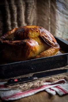 A friendsgiving dinner with close friends, a roasted turkey and gravy! Check out this recipe for my Roast Turkey with Pears and Sage! And enjoy your holiday Cooking Thanksgiving Turkey, Cooking Turkey, Thanksgiving Recipes, Happy Thanksgiving, Winter Recipes, Christmas Main Dishes, Breakfast Lunch Dinner, Roasted Turkey, Turkey Recipes