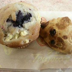 レシピとお料理がひらめくSnapDish - 3件のもぐもぐ - fruit explosion muffin and raisin tea biscuit by ash tam