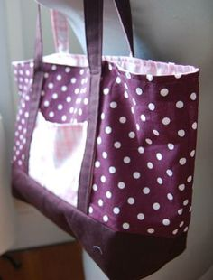 26 ideas for sewing machine cover pattern diy fabrics Tote Bags, Diy Tote Bag, Sewing Patterns Free, Free Sewing, Pattern Sewing, Diy Sac, Diy Sewing Projects, Sewing Accessories, Moment