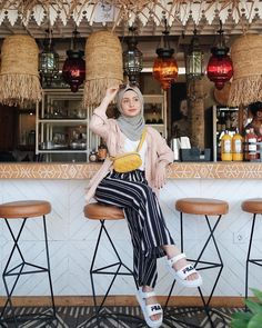 New Style Hijab Kulot Jeans Ideas Hijab Fashion Summer, Modern Hijab Fashion, Street Hijab Fashion, Hijab Fashion Inspiration, Muslim Fashion, Fashion Pants, Modest Fashion, Fashion Outfits, Casual Hijab Outfit