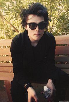 • gerard way • Gerard Way, Young Animal, Wattpad, Frank Iero, Band Memes, Emo Bands, Pierce The Veil, Green Day, My Chemical Romance