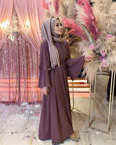 Bir niann daha sonuna geldik dnler nianlar bitmiyor bu sene maallah abayam darulatlas alm her yerde bulabileceiniz allday turkish fashion hijab style wide leg pants and tunic nice colors for fall days Hijab Dress Party, Hijab Style Dress, Modest Fashion Hijab, Modern Hijab Fashion, Muslim Women Fashion, Islamic Fashion, Abaya Fashion, Fashion Outfits, Eid Outfits