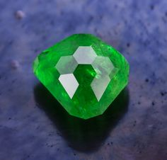 Something Suite • East African Green Garnet • 3.05 carats • Jeffrey Hunt  The New Gemstone Design