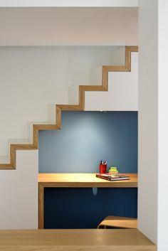 détail bureau sous l'escalier