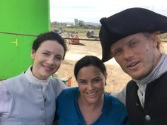 Here is a NEW pic of Diana Gabaldon, Caitriona Balfe, and Sam Heughan Source