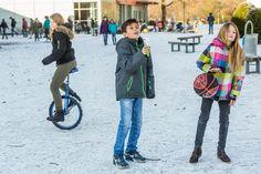 Bewegung in der Pause hält fit und regt das Denken an. Der Anreiz: In der Aktiven Pause an der Mittelpunktschule beschäftigen sich die Jugendlichen mit spannenden Spielgeräten.