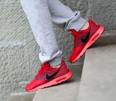 With the Air Max Tavas, Nike has created a sneaker with a mix of modern and retro tech that captures both past and present aesthetics. Air Max cushioned an Nike Running Shoes Women, Adidas Shoes Women, Nike Shoes Cheap, Nike Shoes Outlet, Nike Roshe Run, Nike Shox, Nike Tavas, Women's Shoes, Nike Wedges