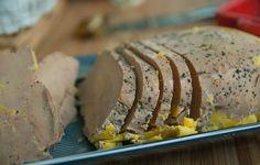 Comment faire du foie gras maison avec une méthode facile. Une recette simple et rapide que vous allez adopter toutes les années pour Noël.