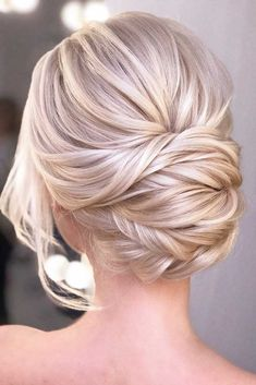 hair updos Blonde Updo Hairstyle Whether you prefer loose or vintage hairstyles, find the elegant wedding updos for long hair for bride or bridesmaid with us. Blonde Updo, Blonde Bridal Hair, Blonde Brunette, Blonde Bride, Brown Blonde, Hairstyle Curly, Bride Hairstyles, Hairstyles Haircuts, Simple Hairstyles