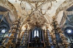From bone-festooned burial caves in Indonesia to smoking skulls in Bolivia, photographer Paul Koudounaris's macabre images reveal that, in many parts of the world, the dead remain among us Sedlec Ossuary, Mummified Body, Weird Facts, Crazy Facts, Human Body Parts, Catacombs, Memento Mori, Macabre, Cemetery