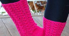 Kerä 7 veljestä ja puikot. Hieman pyörittelin silmukoita kunnes malli asettui ja sukat valmistuivat sukkelaan jo aikoja sitten. Niiden kuv... Knitting Videos, Fingerless Gloves, Arm Warmers, Socks, Fashion, Knitting Socks, Fingerless Mitts, Moda, Fashion Styles