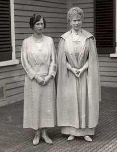 Queen Mary of Britain with her daughter Princess Royal Mary