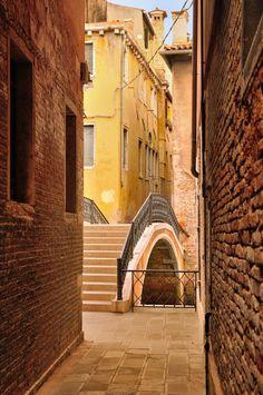Campiello alley in Castello district, Venice, Veneto_ Italy