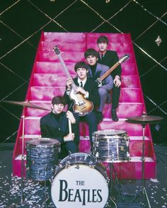 """The Beatles are a famous English band that originated in Liverpool, England. They became """"The Beatles"""" in 1960 and consisted of four very talented and incredibly influential musicians; John Lennon, Paul McCartney, George Harrison, and Ringo Starr. Foto Beatles, Les Beatles, Beatles Photos, John Lennon Beatles, Hello Beatles, Jhon Lennon, Beatles Poster, Beatles Albums, Beatles Art"""