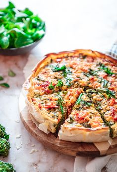 Healthy Quiche, Quiche Muffins, Broccoli Quiche, Clean Eating Dinner, Quiche Recipes, Fish Dishes, Us Foods, Vegetable Pizza, Food And Drink