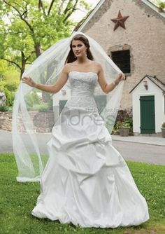 Elegant chapel train wedding dresses online of top quality. Our free tailor-made custom wedding gowns for chapel brides are sure to bring you a perfect wedding. Chic Wedding Dresses, Wedding Dress 2013, Wedding Dress Train, Cute Wedding Dress, Applique Wedding Dress, Colored Wedding Dresses, Wedding Dress Styles, Bridal Dresses, Wedding Gowns