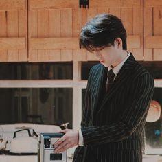 The side view of the husband is so handsome. Jeonghan, Woozi, Wonwoo, Seventeen Leader, Seventeen Debut, K Pop, Seventeen Scoups, Fandom, Pop Bands