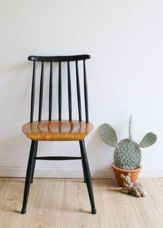 Houten retro spijlenstoel uit de jaren 60. Vintage stoel inde stijl van Tapiovaara/Nesto/Pastoe
