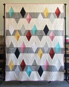 Patchwork Quilt Patterns, Modern Quilt Patterns, Quilt Patterns Free, Patchwork Bags, Sewing Patterns, Triangle Quilt Pattern, Triangle Quilts, Triangles, Quilting Tutorials