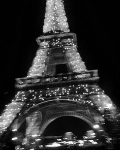paris, eiffel tower, and black and white image Aesthetic Collage, Aesthetic Photo, Aesthetic Pictures, Aesthetic Grunge, Gray Aesthetic, Aesthetic Outfit, Aesthetic Bedroom, Aesthetic Fashion, Black And White Picture Wall