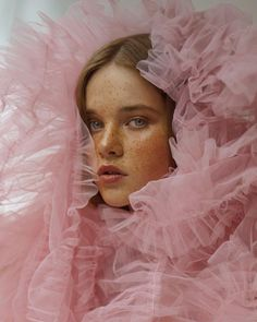 Feb 2020 - Álvaro Gracia's camera and Minerva Portillo's styling portrays a reinterpretation of the nymph concept in Les Néo-Nymphes Vogue Fashion Photography, Creative Fashion Photography, Fashion Photography Inspiration, Creative Portraits, Portrait Inspiration, Photoshoot Inspiration, Beauty Photography, Photography Portraits, Tim Walker Photography